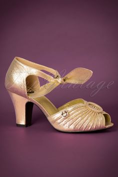 816a440e7bb These 40s Loretta Pumps are gorgeous peeptoe pumps in 40s style!Elegant