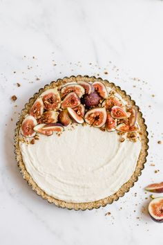 A light and flakey puff pastry cookie crust filled with a maple marscapone cream and topped with fresh figs and maple candied pecans. This easy, almost no-bake dessert may look fancy but is made with simple ingredients in under thirty minutes. Trifle Desserts, Fun Desserts, Delicious Desserts, Dessert Recipes, French Desserts, Tart Recipes, Fudge Recipes, Sweet Recipes, Yummy Recipes