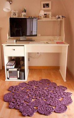 tapetes de crochê no home office roxo