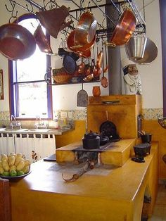 45 veces he visto estas estupendas cocinas de campo. Dirty Kitchen, Old Kitchen, Rustic Kitchen, Country Kitchen, Kitchen Dining, Mexican Kitchens, Stove Fireplace, Rocket Stoves, Summer Kitchen