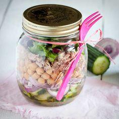 Sałatka z ciecierzycą i tuńczykiem II Cooking for Emily Bento, Pickles, Cucumber, Mason Jars, Lunch Box, Food And Drink, Cooking, Recipes, Diet