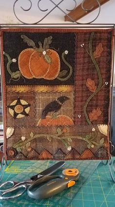 """Jennifer Kunz: This is my mini interpretation of """"Harvest Moon"""" by Heart to Hand. Penny Rug Patterns, Applique Quilt Patterns, Print Patterns, Halloween Applique, Halloween Quilts, Felt Embroidery, Felt Applique, Wool Quilts, Mini Quilts"""