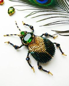 Bead Embroidery Jewelry, Beaded Embroidery, Jewelry Crafts, Jewelry Art, Wire Jewelry Patterns, Beaded Spiders, Bee Brooch, Baubles And Beads, Insect Jewelry