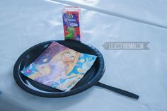 Frying Pan Plates for Rapunzel Party - Just adorable!... and easy.