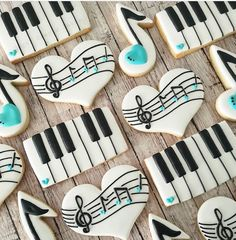 Super cute cookies by my very loyal customer Pamoda of - Just a little note to say happy Friday! Meringue Cookies, Iced Cookies, Cute Cookies, Sugar Cookies, Music Cookies, Music Themed Cakes, Music Theme Birthday, Sugar Cookie Royal Icing, Foundant
