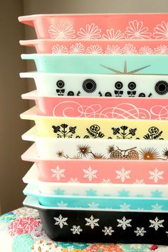 I need these! Vintage Pyrex dishes