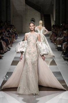 Ziad Nakad at Couture Fall 2019 - Runway Photos Source by dresses runway Style Couture, Couture Week, Couture Fashion, Ellie Saab, Dolce & Gabbana, Tom Ford, Versace, Marc Jacobs, Valentino