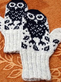 KARDEMUMMAN TALO Owl Knitting Pattern, Diy Crochet And Knitting, Crochet Mittens, Mittens Pattern, Knitting Charts, Knitted Gloves, Knitting Stitches, Knitting Socks, Hand Warmers