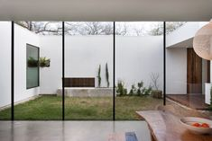 Alter Studio Modern Home with Glass Walls and Interior Courtyard, Gardenista.jpg (733×489)