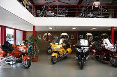 Een blik in de showroom... Foto's van onze zaak   Biker's Best Renswoude   Groothandel in Honda Goldwing accessoires, tevens ruim aanbod aan gebruikte Goldwings