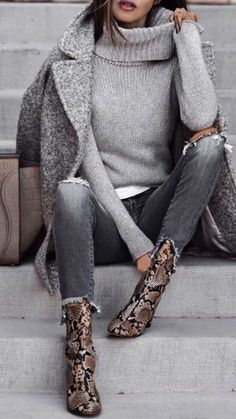 Love this minimalist outfit with attention focused on awesome snake pattern ankle boots. Casual Dress Outfits, Casual Winter Outfits, Winter Fashion Outfits, Trendy Dresses, Autumn Winter Fashion, Trendy Fashion, Womens Fashion, Outfit Winter, Fashion Boots