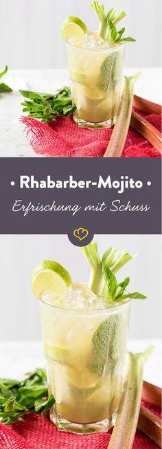 Limetten, Rum, Zitronenlimo und Minze: Das klingt nach Mojito! Aber das Rhabarberpüree, das ist neu dazugemogelt und macht das Ganze erst richtig spritzig