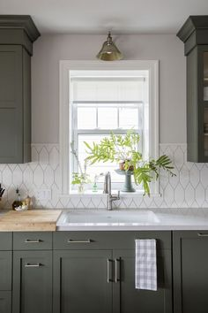 Jillian Harris Home Renovation Series Francescas Home featuring Emtek cabinet ha. - Jillian Harris Home Renovation Series Francescas Home featuring Emtek cabinet hardware – Kitchen - New Kitchen Cabinets, Kitchen Tile, Kitchen Redo, Kitchen Flooring, Kitchen And Bath, Kitchen Ideas, Kitchen Backplash, Galley Kitchen Remodel, Narrow Kitchen