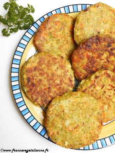 Split pea patties (vegetarian, vegan) - Vegan France - … presented by Léna This recipe was inspired by … a soup from my childhood in Russia. Best Vegan Recipes, Vegan Breakfast Recipes, Healthy Recipes, Vegan Vegetarian, Vegetarian Recipes, Veggie Soup Recipes, Veggie Food, Plat Vegan, Vegan Blueberry