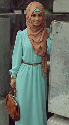 dress with hijab and leather purse <3