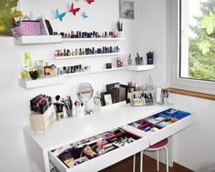 Rangement maquillage coiffeuse