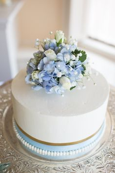 Blue hydrangea-topped simple white wedding cake by @eforehandphoto | Two Bright Lights :: Blog