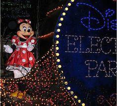 Disneyland Parade, Disneyland Resort, Disney Magic, Walt Disney, Disney Electrical Parade, Disney Christmas Parade, Disney Fireworks, Festival Of Fantasy Parade, Epcot