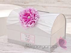satynowy kuferek na koperty z kwiatem piwonii