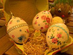 αυγά από φελιζόλ δουλεμένα με ντεκουπάζ  και  χάντρες