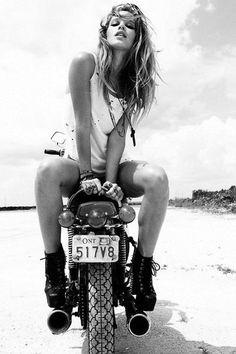 Neue Motorrad Fotografie Frauen Cafe Racers 21 Ideen – Motorcycling New Motorcycle Photography Women Cafe Racers 21 Ideas – Motorcycling – shop Motorbike Girl, Motorcycle Style, Motorcycle Girls, Girl Bike, Motorbike Store, Motorcycle Racers, Motorcycle Shop, Cruiser Motorcycle, Motorcycle Helmets