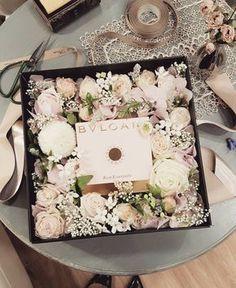 """110 Likes, 7 Comments - Florist S.Kim (@aboutflower83) on Instagram: """"여자친구 어머니를 위한 플라워박스 보시자마자 우와~ 하시며 여친한테 혼날것같다던 고객님.. 오잉?? 왜요~?? 물으니 """"여친한테 줬던 꽃보다 훨씬 많이 예뻐서요"""" 라는…"""""""