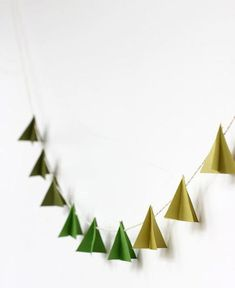 By Melissa Fenlon and Sara Albers of Alice & Lois Oh Tannenbaum, Oh Tannenbaum… Holiday decorating is in full swing! We love Christmas décor but usually try to keep things modern and simple. This DIY paper-tree garland is easy to make … Noel Christmas, Modern Christmas, Scandinavian Christmas, All Things Christmas, Winter Christmas, Simple Christmas, Vintage Christmas, Christmas Ideas, Diy Christmas Garland