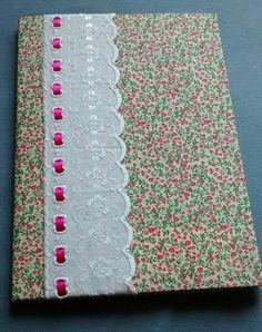 Caderno encapado em tecido florzinhas e barra