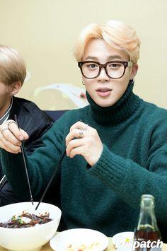 Jimin ❤ Jungkook's Graduation Day! (170207 - Naver STARCAST Article - m.star.naver.com/bts) #BTS #방탄소년단