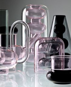 Tom Dixon launched Bump – a series of minimalist, borosilicate forms designed to serve as ritual objects of the everyday drinking and hosting. Tom Dixon, Designer Hotel, Toms, Old Shutters, Paris Design, Design Blog, Design Design, Design Trends, Glass Vessel