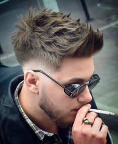 Stylish Boys Haircuts & Coolest Look for 2019 Stylish Boy Haircuts, Haircuts For Men, Hair And Beard Styles, Short Hair Styles, Stylish Boys, Fade Haircut, Foto E Video, Cool Hairstyles, Fashion Hairstyles