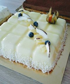 Coconut and pineapple entremet Chocolate Mousse Cake Filling, Chocolate Tiramisu, Tiramisu Cake, Cheesecake Bites, Pumpkin Cheesecake, Cheesecake Recipes, Easy Cake Recipes, Dessert Recipes, Pineapple Desserts