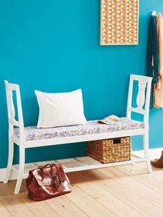 Wenn zwei sich zusammentun, kommt häufig etwas Kreatives dabei heraus. Wie diese originelle Bank, die aus Holzstühlen gebaut wurde.