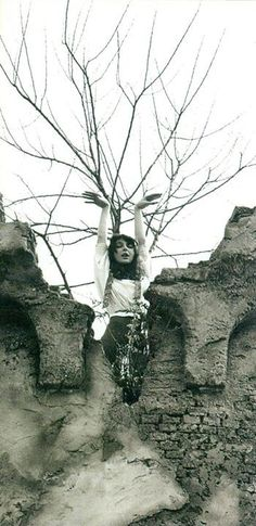 Rare Kate Bush picture :: at the Efteling. Kate Bush Wuthering Heights, Hounds Of Love, Photography Movies, Soundtrack To My Life, Windsor Castle, Paramore, Amusement Park, Black And White, Pictures