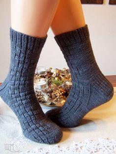 Mustersammlung Männersocken Sexy Socks, Men's Socks, Knit Socks, Knitting Patterns, Crochet Patterns, Knit Stockings, Patterned Socks, Knitting Socks, Mittens