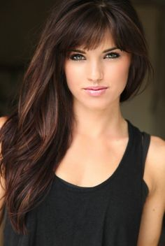 Rachele Brooke Smith in 2020 Medium Hair Cuts, Long Hair Cuts, Medium Hair Styles, Short Hair Styles, Great Hair, Love Hair, Haircuts For Long Hair With Bangs, Dark Hair Bangs, Art Visage