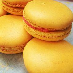 Macarons abricots framboises en cette après-midi de soleil. #yummy #dessert #macaron #nelsonlacuisineetvous #coursdecuisine #courssucré #abricot #plaisir