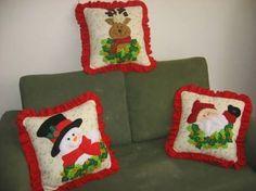 Resultado de imagen para cojines en yute Christmas Sewing, Christmas Fabric, Christmas Pillow, Christmas Items, Christmas Projects, Christmas Holidays, Felt Christmas Stockings, Felt Christmas Decorations, Christmas Cushions
