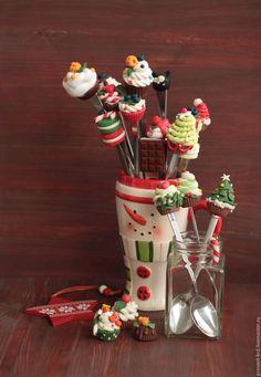 Купить или заказать Ложечки и вилочки на заказ и в наличии в интернет-магазине на Ярмарке Мастеров. Ложечка с украшением из полимерной глины. В наличии и на заказ. Варианты: ложки длинные (коктельные), ложечки чайные, вилочки, ложки столовые. Отличная идея для подарка!