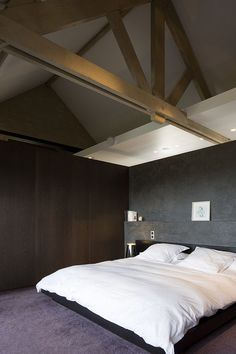First-Rate Traditional Wooden Roofing Ideas - Roof brick - Roof cladding Home Bedroom, Modern Bedroom, Bedrooms, Roof Design, House Design, Brick Roof, Roof Cladding, Roof Styles, Roof Architecture