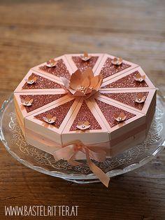 Stampin' up! Torte, gemacht mit den Cake Slice Box Thinlits für die Big Shot!  Ein Traum in weiß und Kirschblüte :)