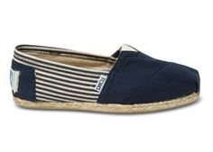 shade of navy blue TOMS