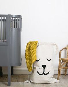 (http://www.spearmintlove.com/sleeping-bear-canvas-storage-bag/)