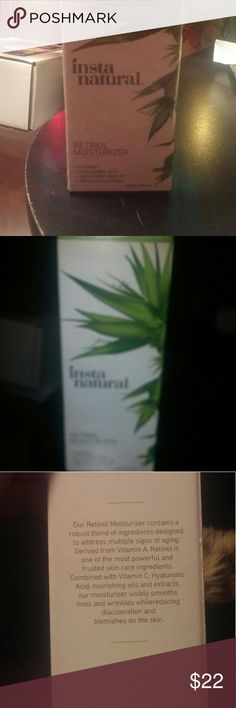 Retinol moisturizer Vitamin c, hyaluronic acid, safflower seed oil, green tea extract . 3.4 fl oz. Comes with free mirror. instanatural Other