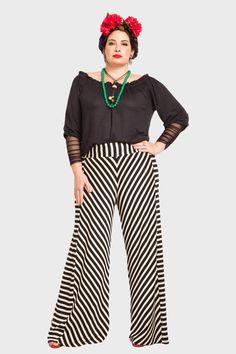 Calça Plus Size Listrada + Blusa Plus Size Preta - Flaminga