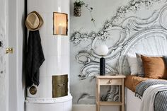 Våra olika bostäder till salu   Bostadsbutiken i Uddevalla Bedroom Wallpaper, Wallpaper Ideas, Scandinavian Bedroom, Bedroom Vintage, Entryway, Objects, Minimalist, Modern, Furniture