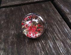 http://de.dawanda.com/product/97714959-spring--echte-blueten-ring-silber-rot