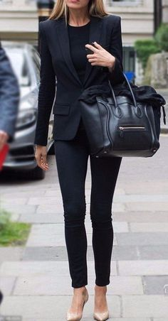 Chic / all black with tan heels business outfit frau, business outfits, business attire Casual Work Outfits, Work Attire, Mode Outfits, Classy Outfits, Fall Outfits, Fashion Outfits, Chic Outfits, Fashion Heels, All Black Business Casual Outfits