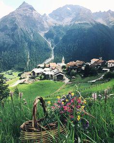 In Berguen, Switzerland. Beautiful World, Beautiful Places, Beautiful Flowers, Great Places, Places To See, Zermatt, Travel Around The World, Around The Worlds, Switzerland Cities