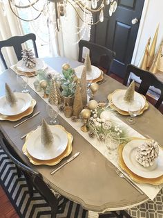 Christmas Dining Table, Christmas Table Centerpieces, Christmas Table Settings, Christmas Tablescapes, Christmas Mantels, Holiday Tables, Gold Christmas, Rustic Christmas, Xmas Decorations
